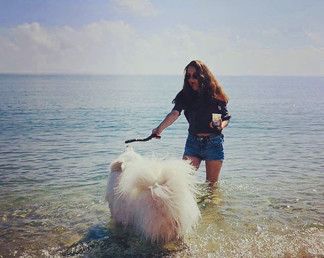 Weekend vibes. Sea, coffee, phone, dogs & friends! All the summer essentials. Dogs & pics by @inna_stankova & @iv_dimova. Thank you all for the amazing weekend ❤️ #latergram #Bulgaria #Sinemorec #Samoyed #dogsofinstagram #nomadstories
