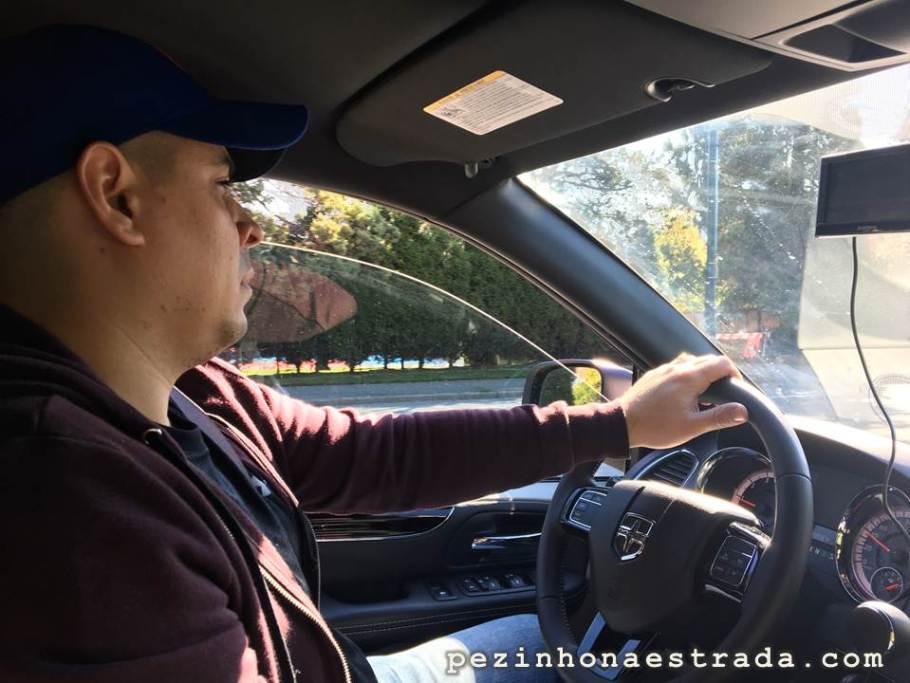 Dirigindo pelas ruas de Vancouver.