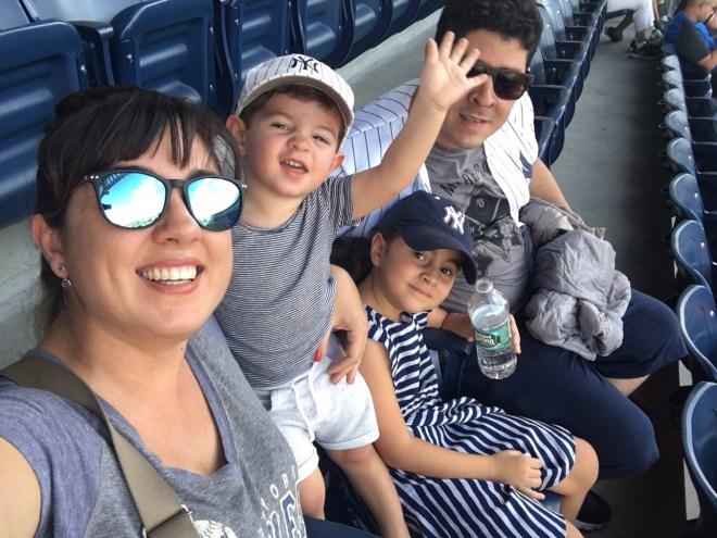 Família Pezinho na Estrada no Yankee Stadium, Bronx, NY
