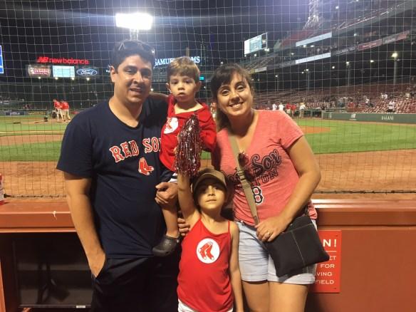 Família Pezinho na Estrada no Fenway Park, estádio dos Boston Red Sox