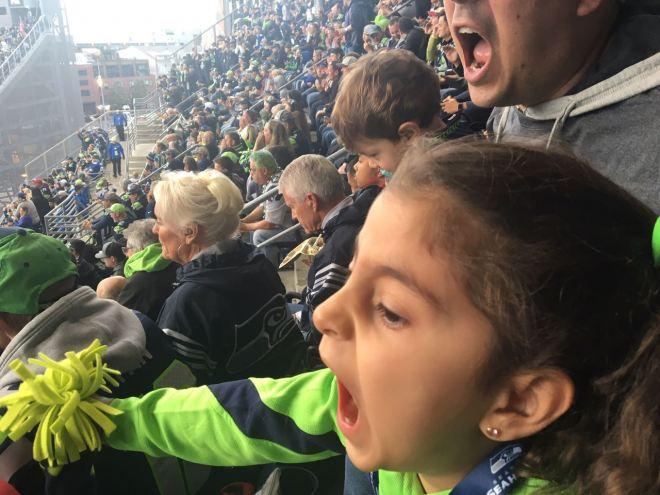 Isabela torcendo MUITO pelos Seattle Seahawks