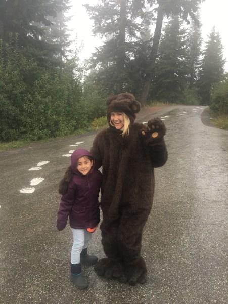 O único urso que conseguimos ver direito lá em cima.