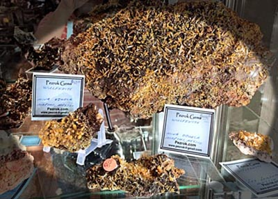 wulfenite mineral sample