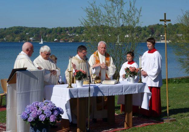 Pfarrer Wandachowicz feiert mit Pater Joseph, Pfarrer Fürstenberger und Pfarrer Frania die Seemesse 2016