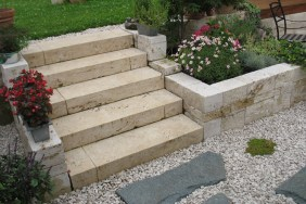 Treppe Travertin Blockstufen