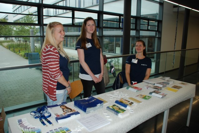 Studierende am FHE-Stand