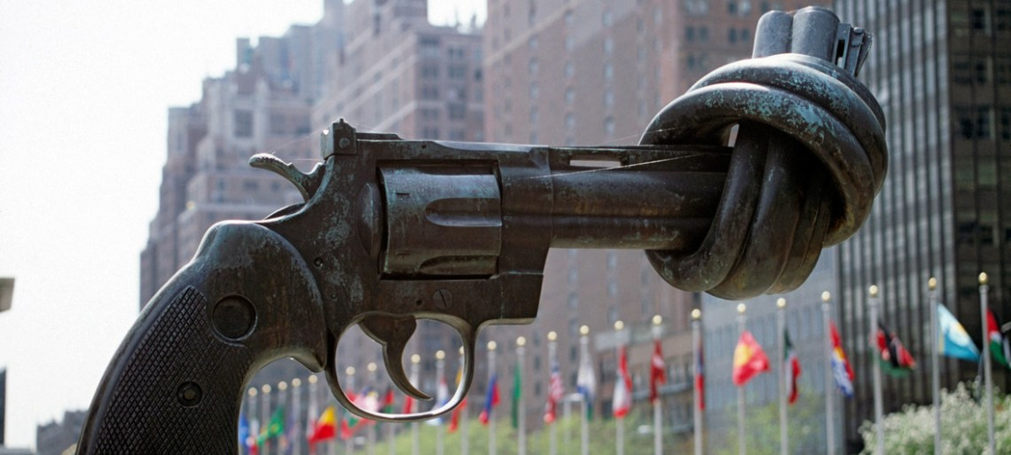 """The """"Non-Violence"""" (or """"Knotted Gun"""") sculpture by Swedish artist Carl Fredrik Reuterswärd on display at the UN Visitors' Plaza. UN photo"""