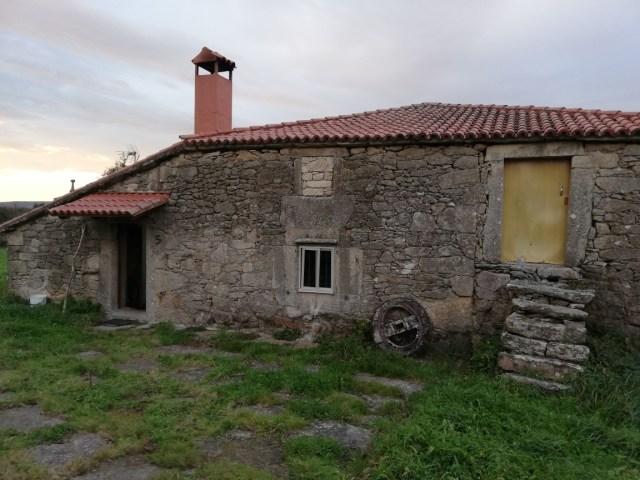 Se vende casa de piedra próxima a Palas de Rei