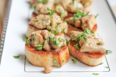 coconut-lemongrass-chicken-curry-crostini-hipfoodiemom-com