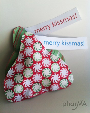 Merry KISSmas (Free printable)