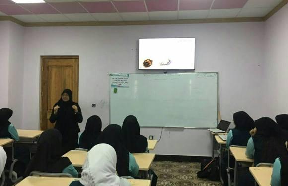 كلية الصيدلة تلقي محاضرات صحية على طلبة مجموعة ابو الفضل العباس عليه السلام