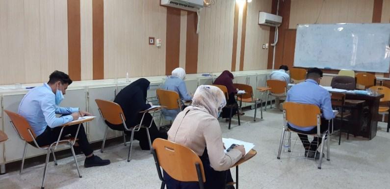 عميد كلية الصيدلة يتفقد سير الامتحانات النهائية