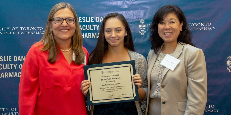 Jenna-Rose Melanson, a student at the Leslie Dan Faculty of Pharmacy and winner of the War Memorial Scholarship, is joined by Sandra Bjelajac Mejia, Interim Director, Professional Programs Professor, University of Toronto (left) and Nancy Lum Wilson, Registrar and CEO, Ontario College of Pharmacists, who presented the certificate to Jenna-Rose. The certificate is awarded to the student accepted into the program with the highest admission index.