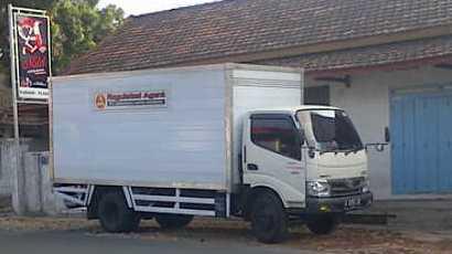 Truk Box Cargo