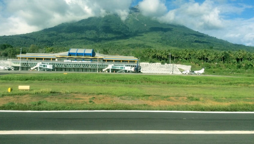 Aktivitas Gamalama Turun, Bandara Ternate Dibuka Kembali