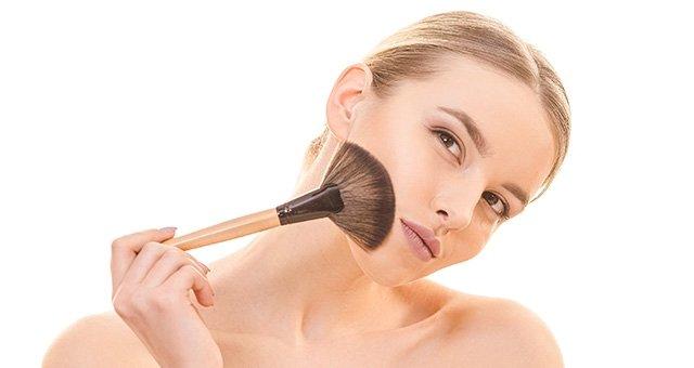 Can Makeup Give You A Harmful Disease Like Cancer?
