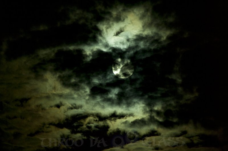 skywatch,moon,nights,N,haunted,clouds,praveen,pravs,through the looking glass,throo da looking glass,phenomenon,bangalore,blog