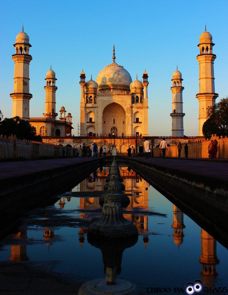 Thursday,bibi ka maqbara,aurangabad,aurangazeb,mini tajmahal, maharashtra diaries,thursday challenge,architecture,mughals,pravs,praveen,throo da looking glass,through the looking glass,bangalore blog