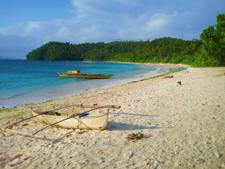 Besides Donsol's Whale Shark Interaction, this beautiful White Sand beach is also one of the province's premier spot; Subic Beach in Matnog