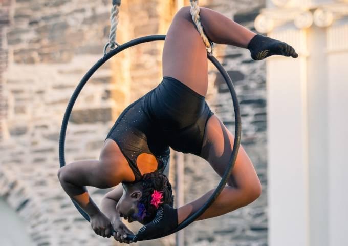 Fringe acrobat