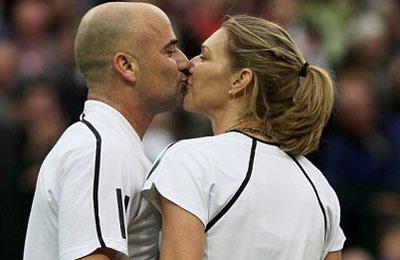Андре Агасси продал поцелуй своей жены на благотворительном аукционе