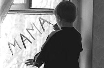 Россияне о сиротах: жалеем, боимся, помочь не умеем