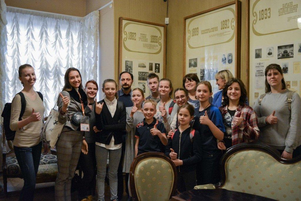 Почти 150 детей с нарушением слуха приняли участие в инклюзивных экскурсиях МОСГОРТУРа