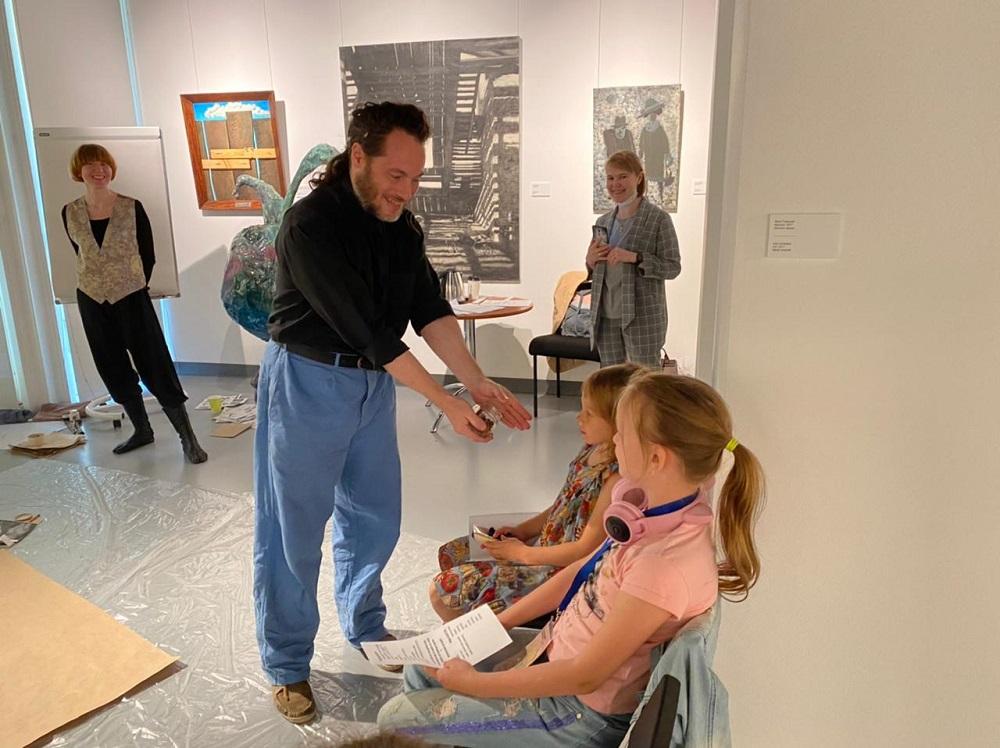 Уральские художники Мария Плаксина и Егор Ефремов  приняли участие в «Маленьком кураторе большого искусства»