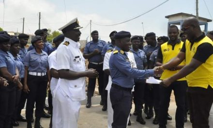Ghacem gives Eastern Naval Command 400 bags of cement