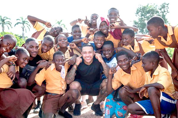 Memphis Depay gives to School for Deaf and Blind   Philanthropy Space™ GHANA  [AISTIPHI]