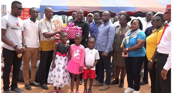 Tema Senior Staff of GPHA give to Becky's Foundation
