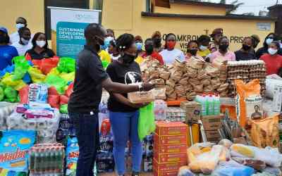 Myhelp-Yourhelp Foundation gives corn mill, groceries and toiletries to Osamkrom camp prison
