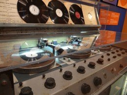 Radio turntables CBC