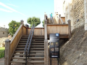 White tower stairs Tower of London tour with Context