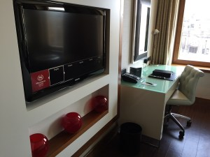 Edinburgh Sheraton Grand king room tv desk