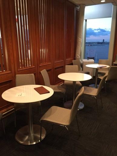 United Club PHL Lounge Bar seating