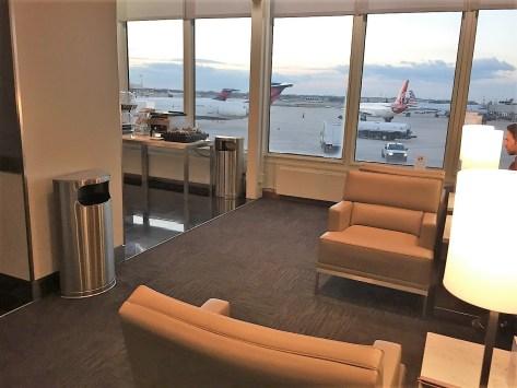 United Club PHL Lounge runway view