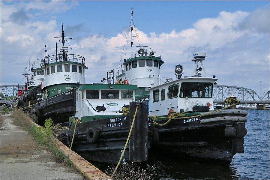 Tugs at Sturgeon Bay
