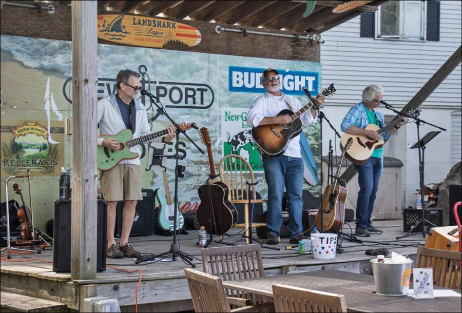 Live music at Newport Shores