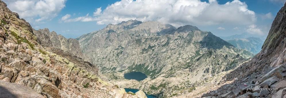 Panoramique sur la vallée depuis le sommet de la brèche de Capitello