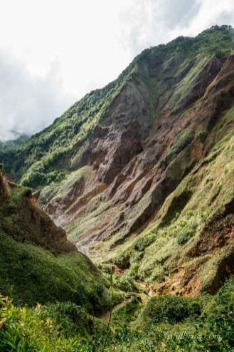 Chemin de descente vers la vallée de la désolation