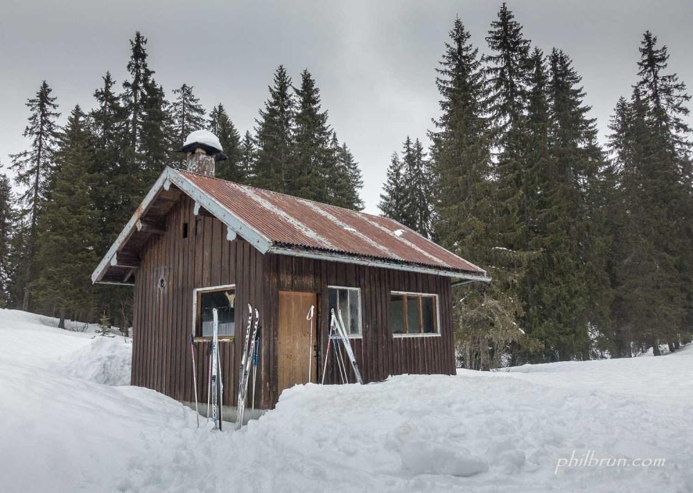 La petite cabane refuge à coté de la cabane du Ministre