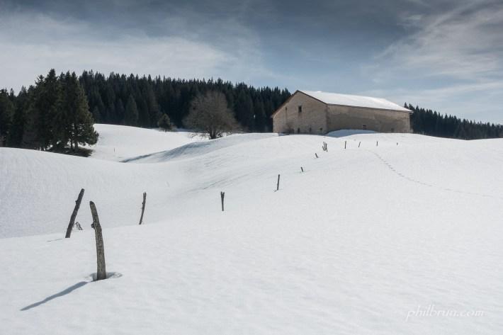 Belle journée dans ce paysage de neige Jurassien
