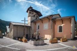 La place de l'église de Ceillac