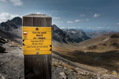 On dirait qu'une petite erreur s'est invitée sur ce panneau. L'altitude est ici de 2830 m !