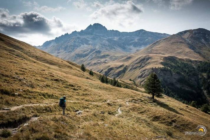 On contemple la vallée par laquelle nous passerons demain pour la dernière étape