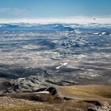 La chaine volcanique qui s'étend derrière le sommet du Laki est impressionnante !