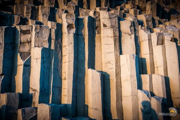 Reynisdrangar les formations rocheuses hexagonales