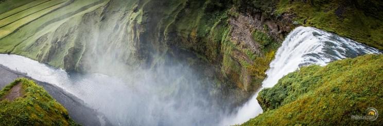 La grandiose chute de Skogafoss depuis le sommet