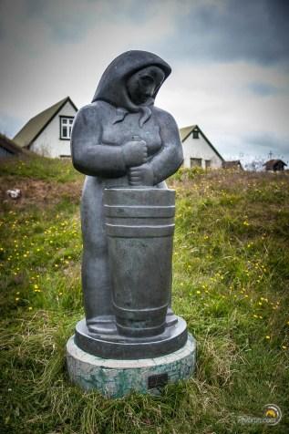 Statue de la femme Islandaise au travail